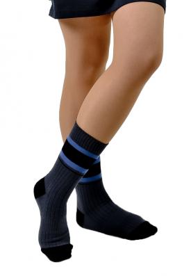 Темные женские носки
